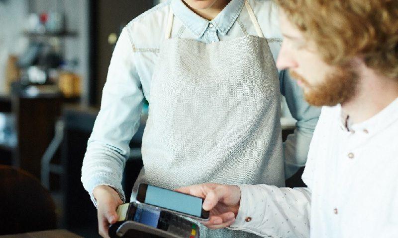 Foto - Cliente paga conta com QR code